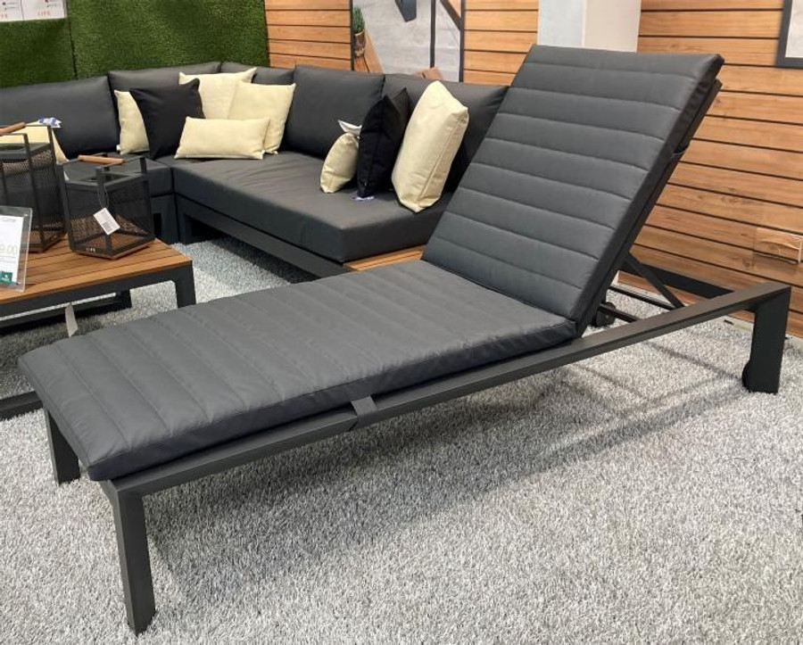 Delta lava aluminium sun lounger with sunbrella cushion and headrest in Natte Charcoal. Great comfort and style