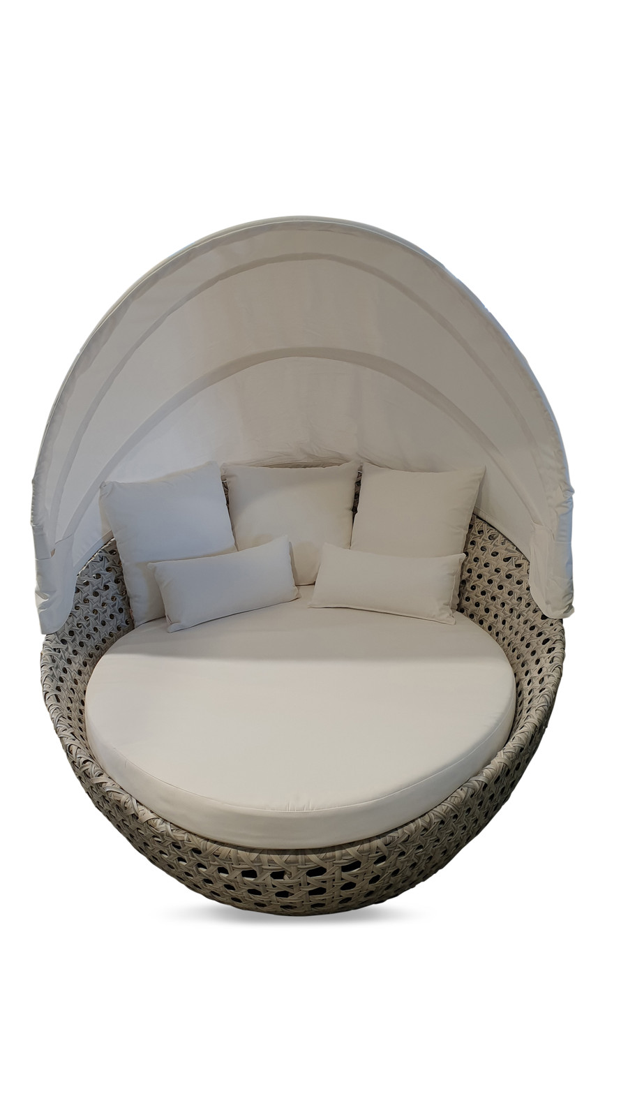 Front view of Lovina outdoor daybed of generous dimensions. Aluminium frame, synthetic wicker and sunbrella fabric.