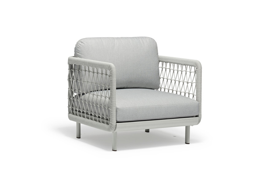 Club outdoor lounge chair by Couture. Powder-coated aluminium frame and outdoor durable rope.