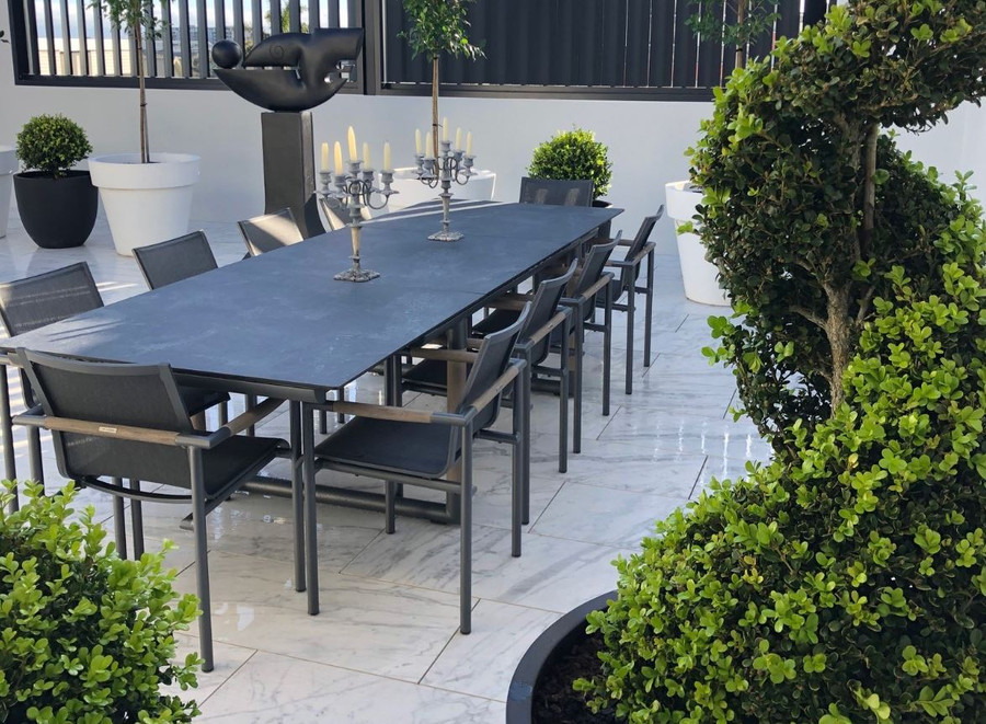 Bastingage outdoor extension table by Les Jardins 210-315cm. Shown with matching Bastingage dining chairs.  Photo courtesy of our very satisfied Auckland customer.