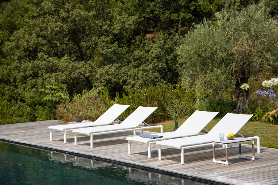 Bastingage batyline mesh and aluminium frame sun lounger by les Jardins with teak accent