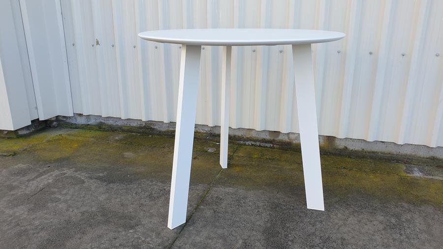 Tripod outdoor table in white 73cm diameter
