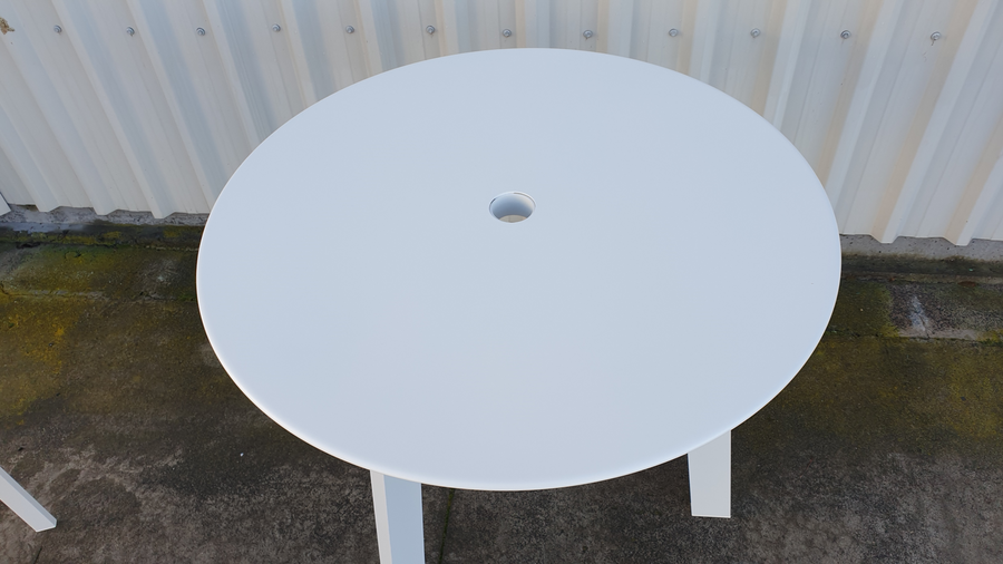 Top of Tripod outdoor table in powder-coated aluminium