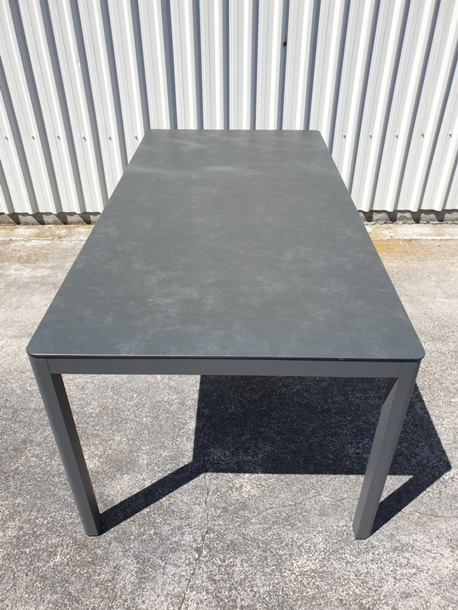 End view of Club outdoor table with dark grey aluminium frame and faux slate top