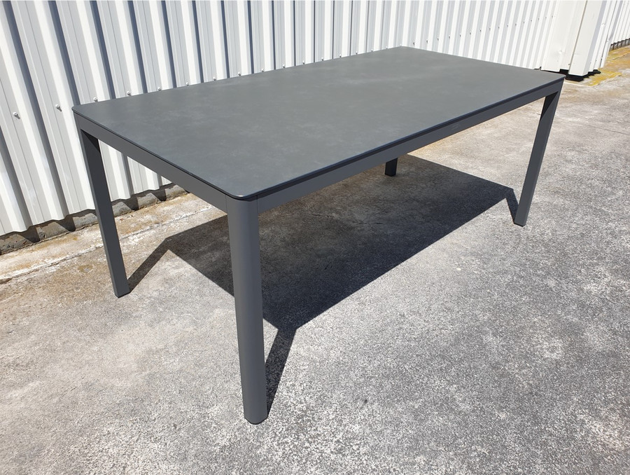 Club outdoor table with dark grey aluminium frame and faux slate top