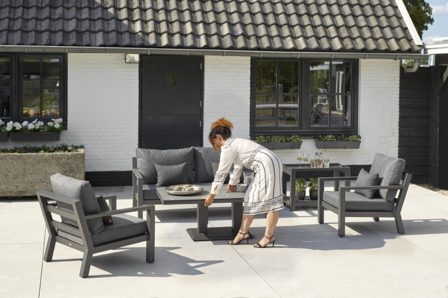 Zeb height adjustable outdoor coffee table. Adjust the height from 51cm to 73cm
