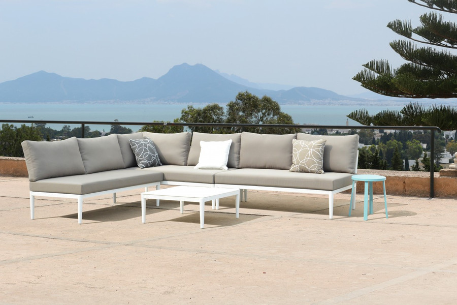 This set comprises 1 x right arm sofa, 2 armless sofas and a coffee table