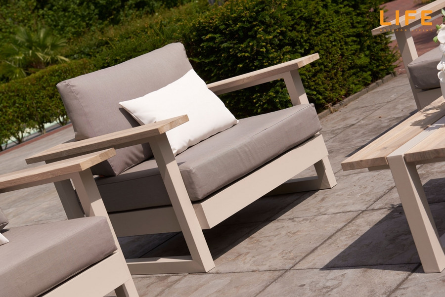 River Lounge Arm Chair