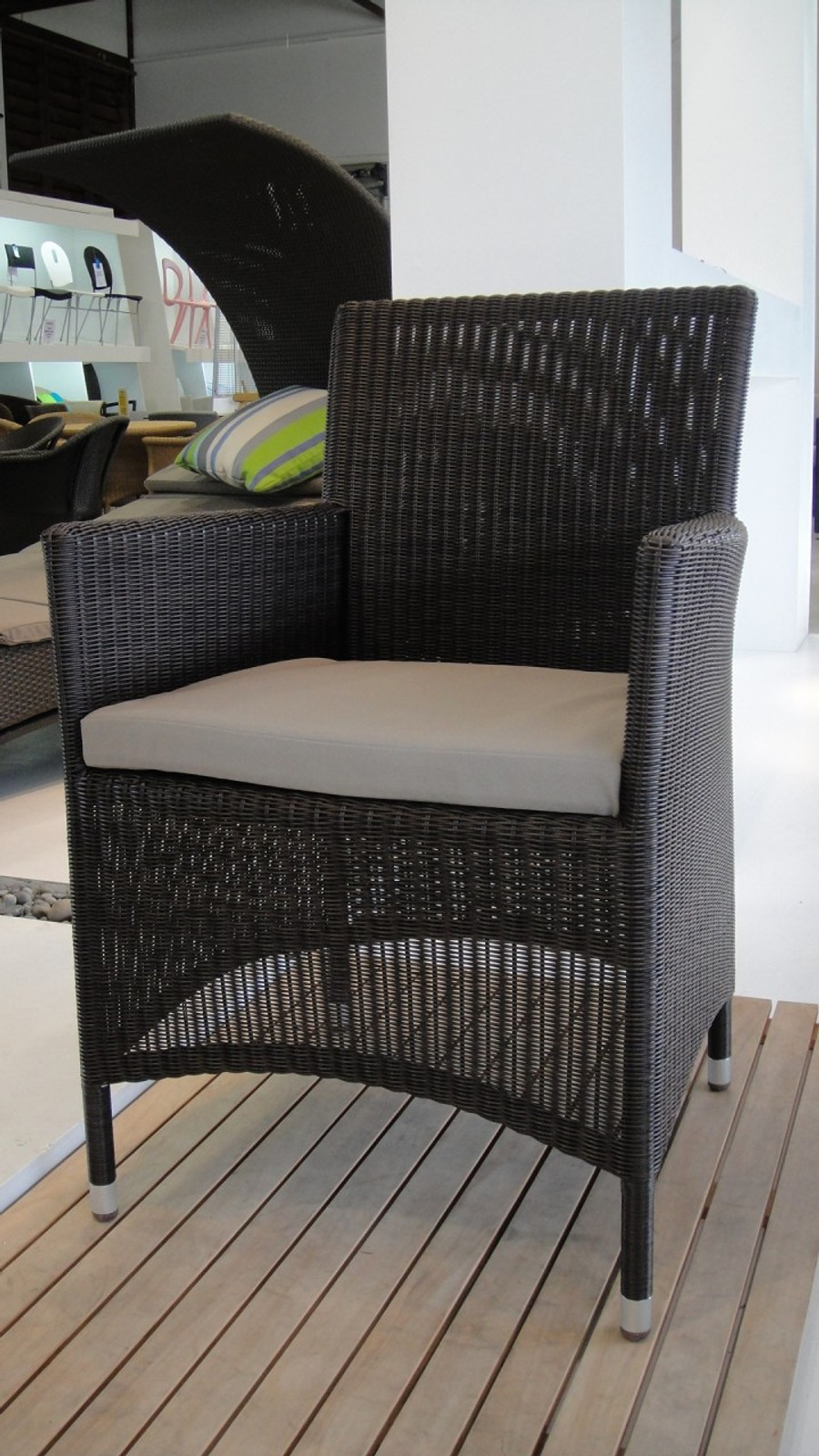Austin outdoor dining arm chair