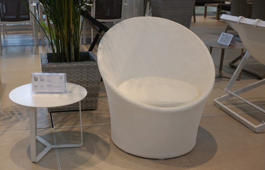 Apollo outdoor lounge chair in khaki or white brush wicker