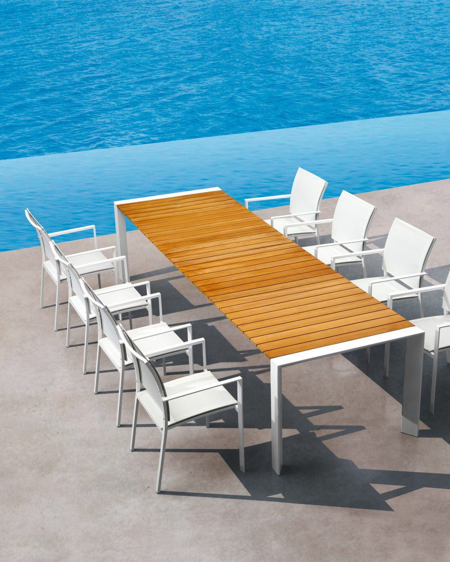 Orlando outdoor extending dining table shown extended for illustration purposes only. Frame colour is charcoal, not white