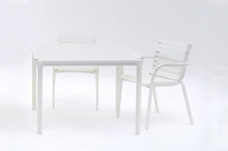 Maiori AT800 series outdoor dining table 100x100