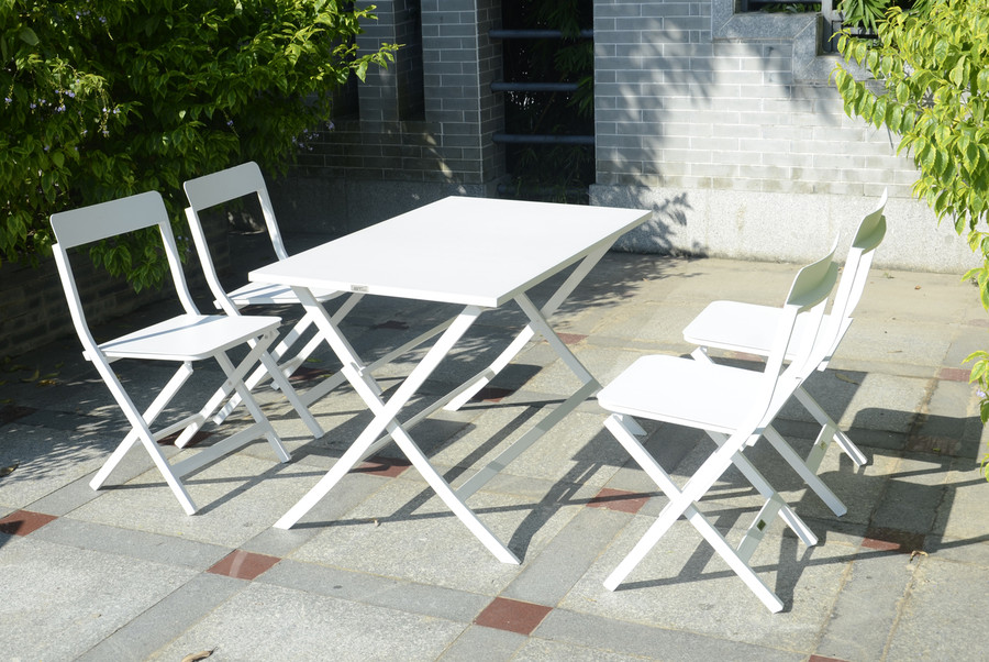 this is the rosie 120x70 table. chairs not available.