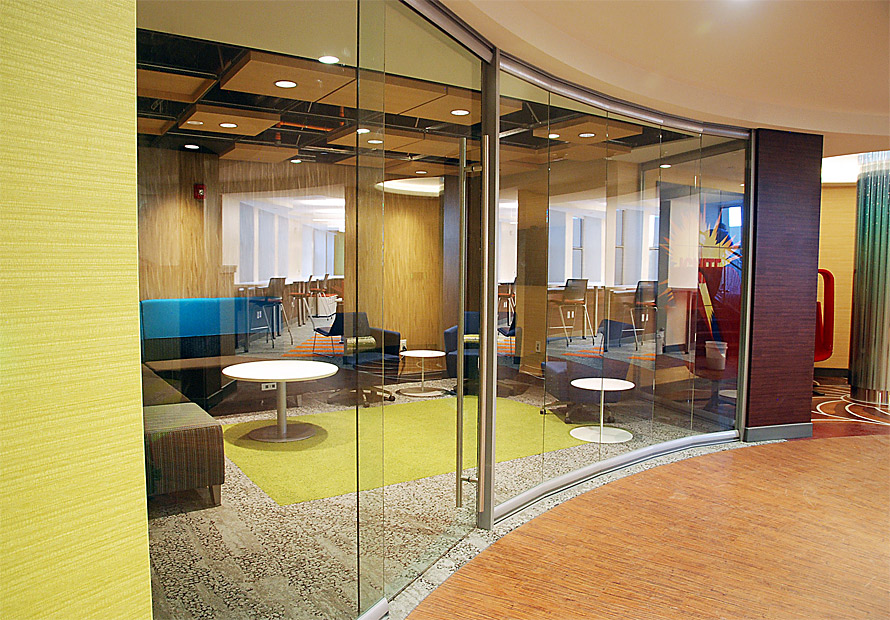 curved-glass-meeting-lounge-area-view-series.jpg