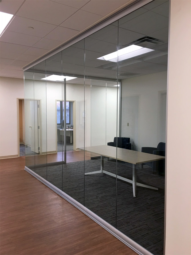 glass-conference-room-with-modern-open-glass-corner.jpg