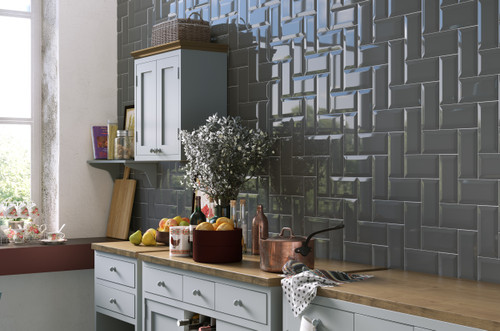 Metro or brick effect style porcelain wall tiles for the bathroom, kitchen, living area and hallway.