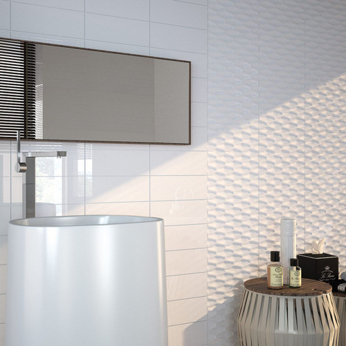 Flat metro tile in a gloss white finish. Ceramic and perfect for a feature wall or use in a bathroom