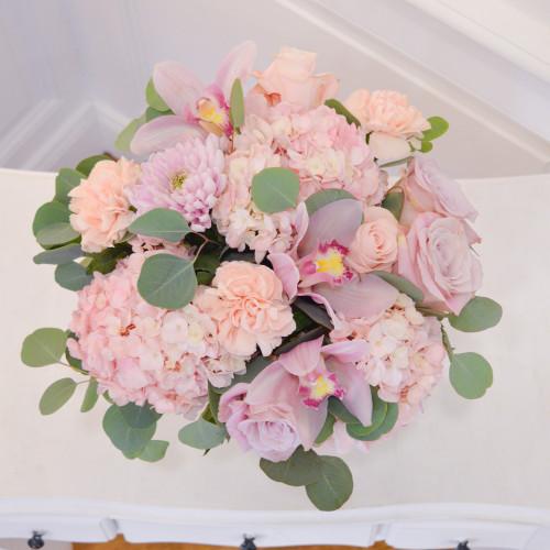 Bouquet de fleurs avec hortensias, roses et orchidées