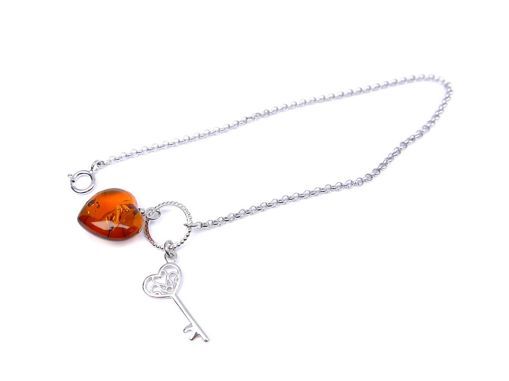 Charming Baltic amber heart bracelet