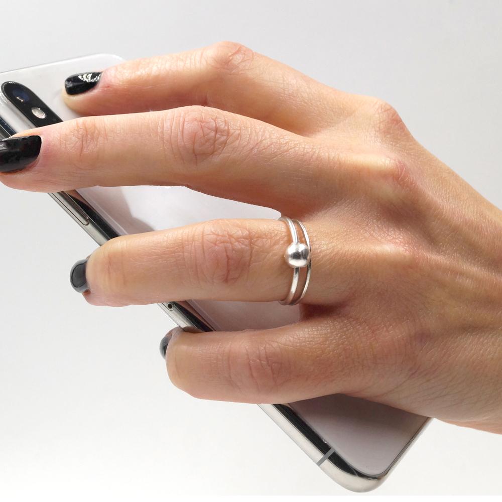 ball-hand-phone-part-1.jpg