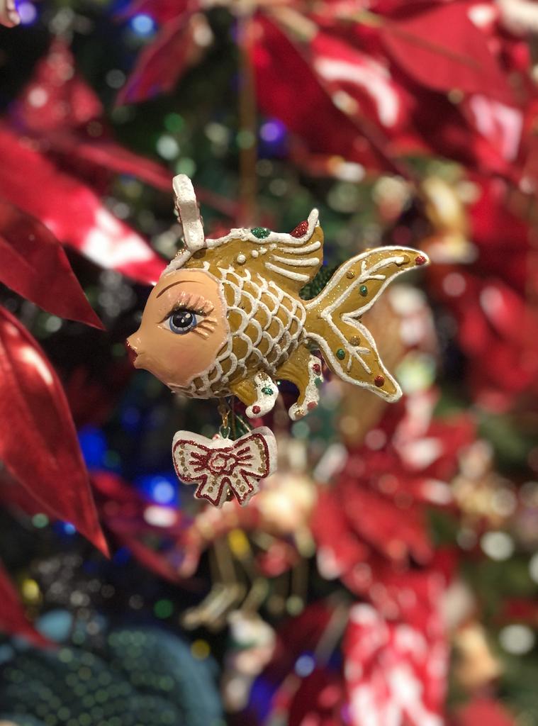 Goodwill 2021 Christmas Gingerbread Kissing Fish