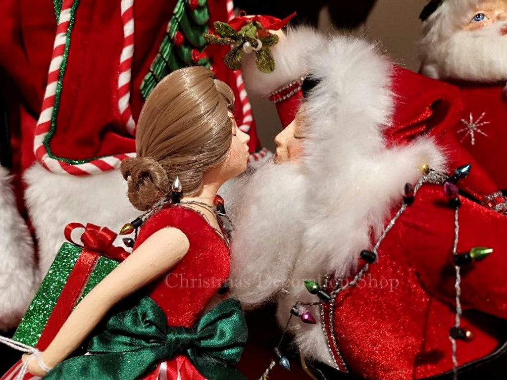 Katherine's Collection 2019  Kissing Mr Mrs Claus