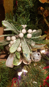 Katherine's Collection Mistletoe Kissing Decoration
