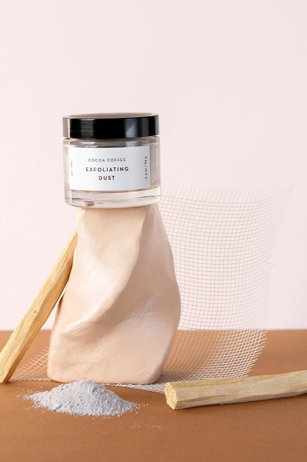 Exfoliation done right! Our Cocoa Coffee exfoliating dust contains a blend of energizing coffee dust, antioxidant-rich vanilla, and cleansing clays that help stimulate and refine your skin's appearance, leaving you feeling velvety smooth and radically radiant. Perfect on its own, or added to your daily cleansing ritual.