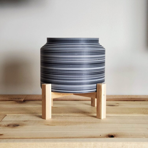 Each planter is made from 100% recovered plastic waste, creating no environmental footprint.