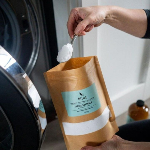 Fabric softener is used to help protect your laundry by keeping clothes brighter and reducing odours, stains, static cling, as well as maintaining elasticity.  It can also be used to deodorize and keep your washing machine clean. Infused with lavender and mint essential oils leaving your laundry smelling fresh and clean.