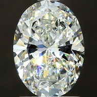 The Oval Cut Diamond Guide: Does Oval Look Bigger?