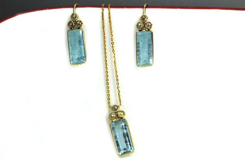 Natural Aquamarine Gemstone Set with Fancy Color Rose Cut Diamonds