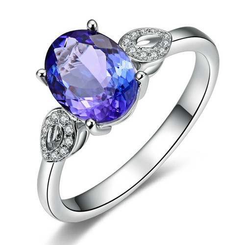Oval Classic Tanzanite Ring with Natural Daimonds AAAA