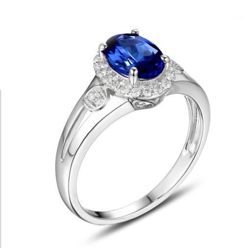 Tanzanite Ring with Round Natural Diamonds