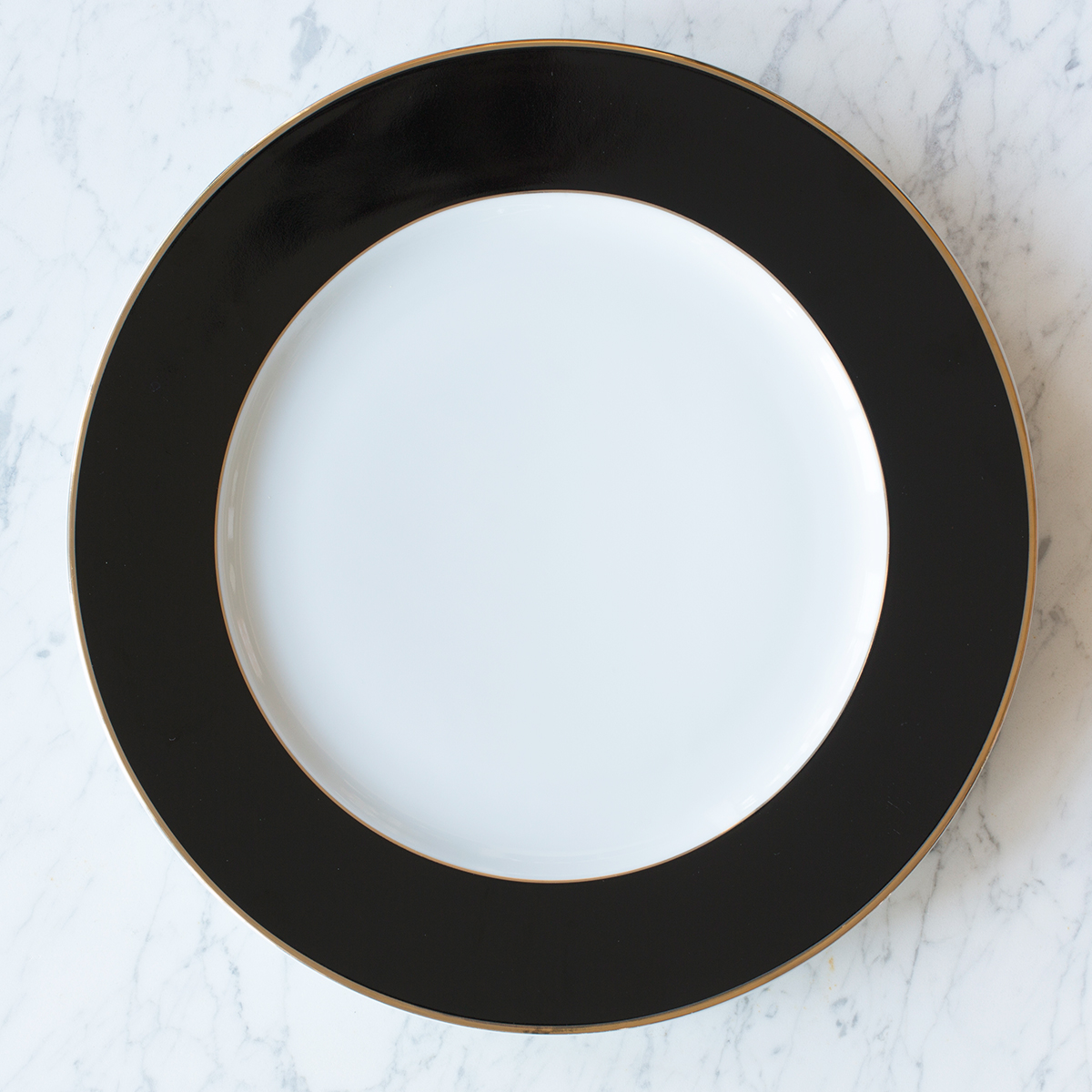 Sasha Nicholas Henley Charger | Beautiful dinnerware to adorn your tablescapes and add to your Sasha Nicholas wedding & gift registry