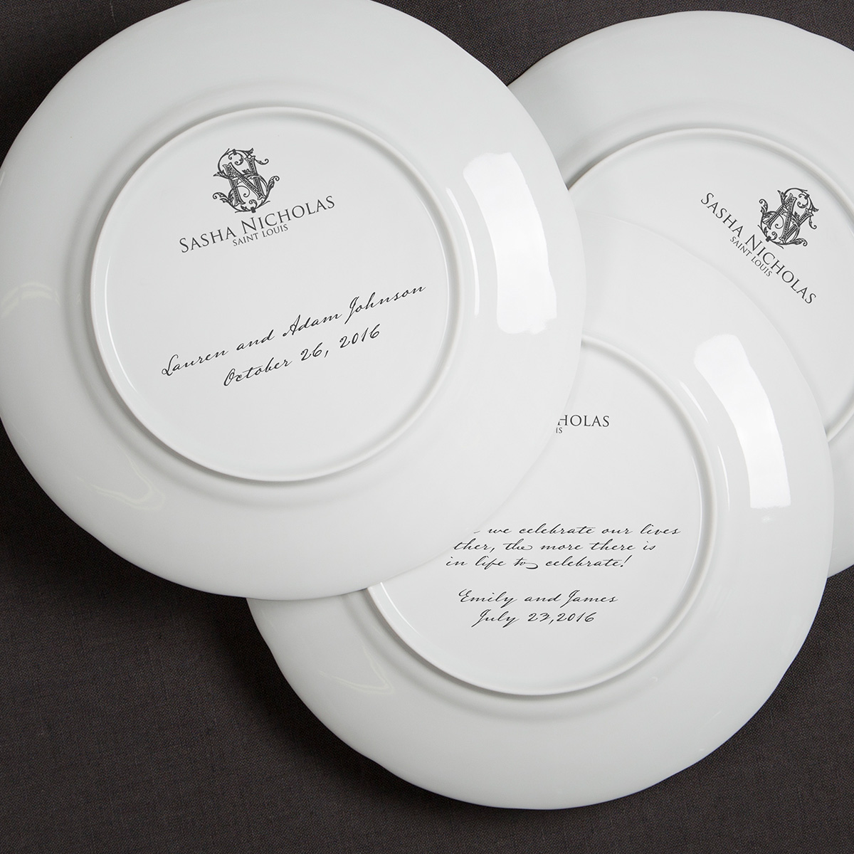 A beautiful addition to your dinnerware collection and to adorn your tablescapes with. It makes the perfect gift for your wedding registry and has the option to include an inscription on back. Choose from their signature font styles or use a custom monogram or crest of your choice! | Sasha Nicholas's white porcelain 24K gold weave dinner plate