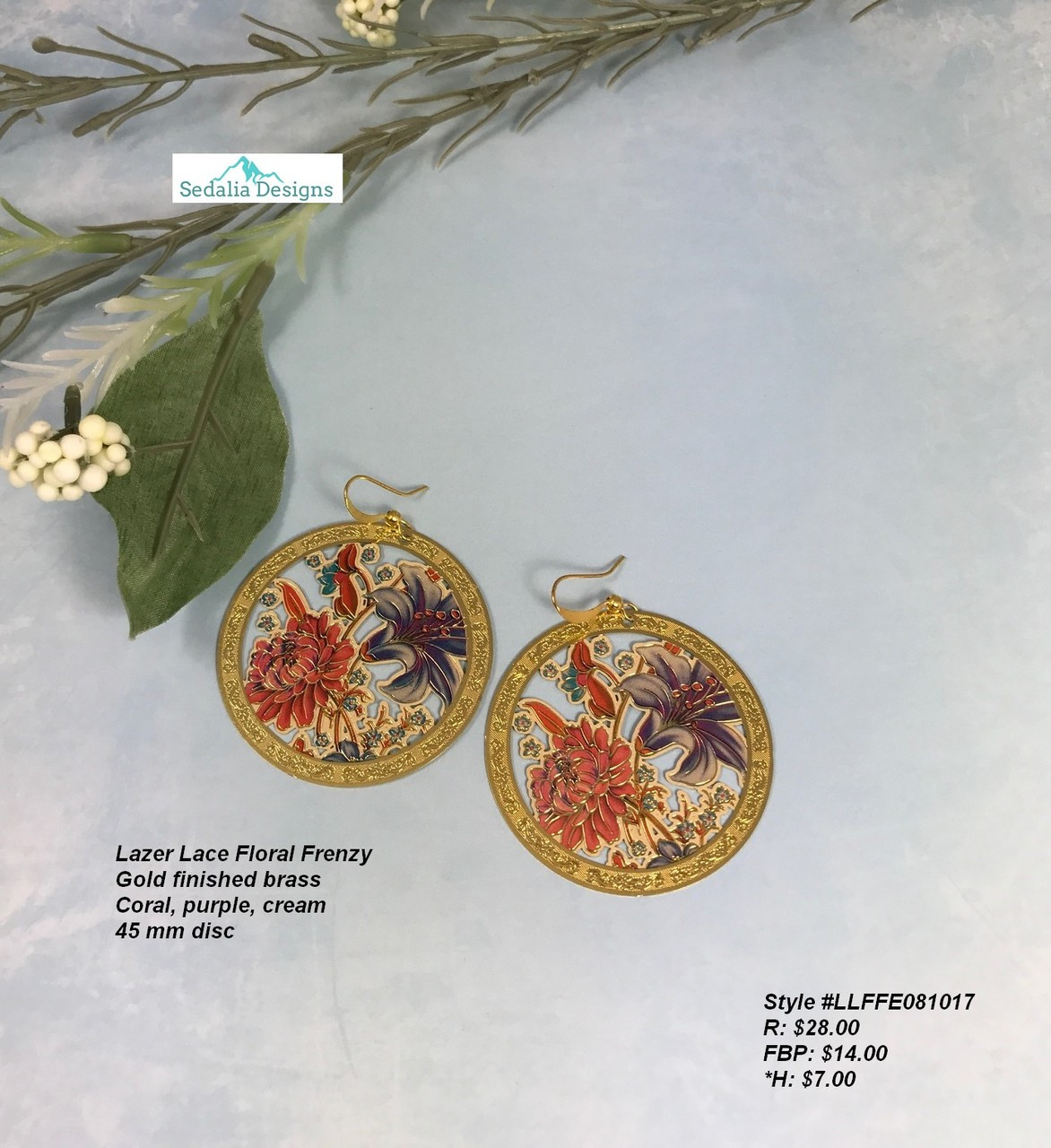 Gold earrings with floral laced design
