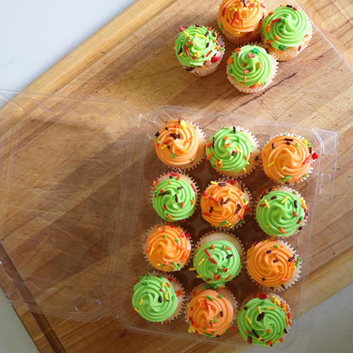12-pack Mini Cupcake & Muffin Containers Sample