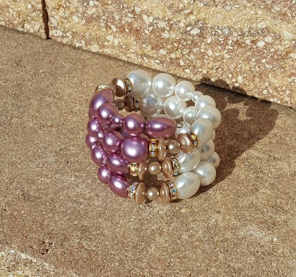 Aubergine and white coin pearl shape bracelet.