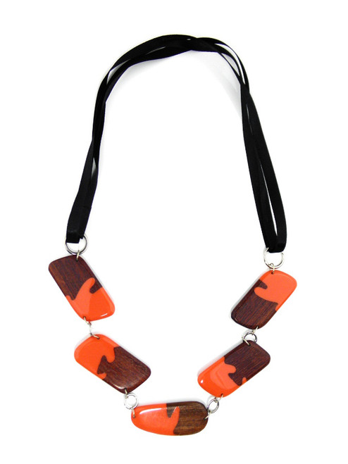 WOOD CORAL RESIN NECKLACE