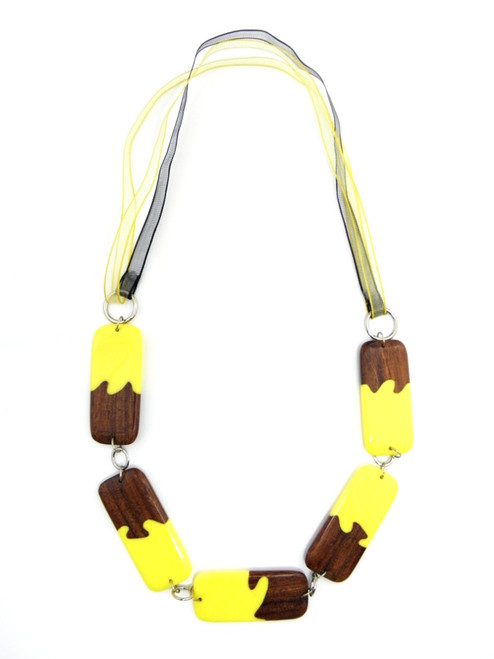 WOOD YELLOW RESIN NECKLACE