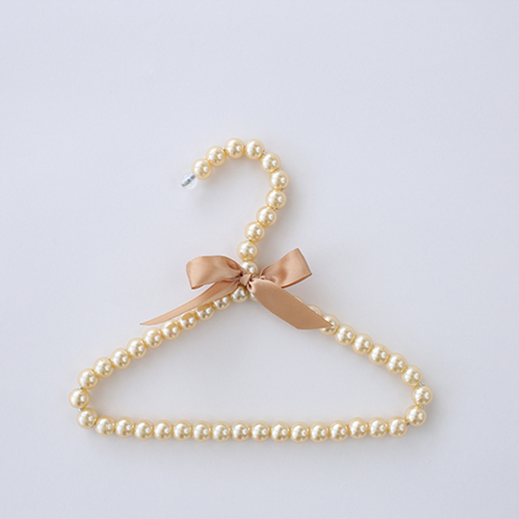 Pearl Hanger: Champagne