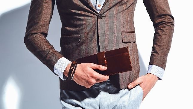 5 Things Your Wallet Says About You and Your Style