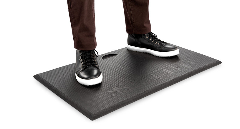 Give yourself the gravity-defying support you need to stand throughout the day with the Standing Desk Mat with Heel Grab