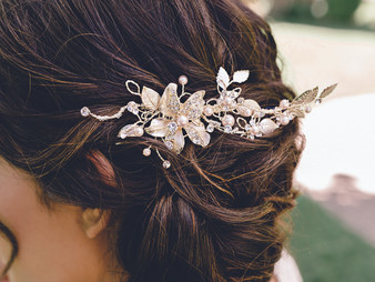 Rhodium plated hair comb with floral design, pearl beads, and rhinestone accents