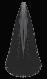 English tulle veil with embroidered lace edge
