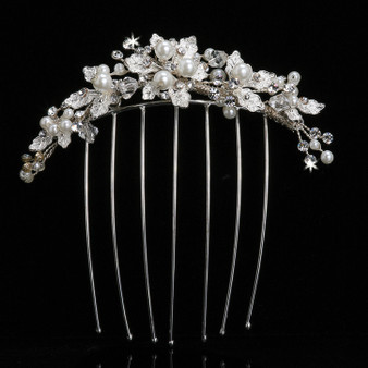 Pearl bead veil comb with crystal and rhinestone accents.