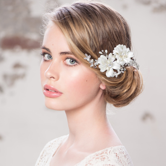 Faye - Vintage Rose Headpiece - Rose Gold. Photo is for size reference only. The model is wearing silver.
