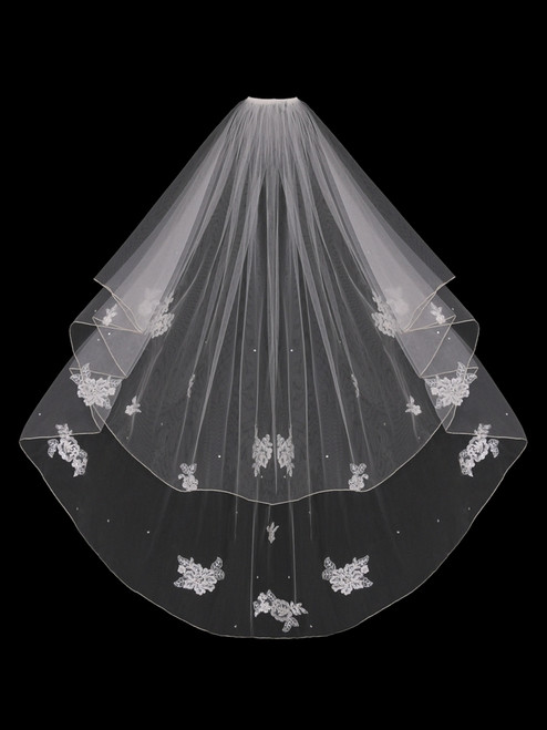English tulle veil circle cut with finished edge and lace appliqu̩s