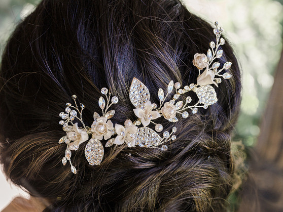 Rhodium plated hair comb with floral design, pearl beads and rhinestone accents